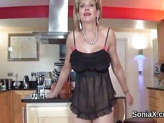 Unfaithful uk mature lady sonia reveals her enor